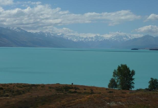 Le lac Tekapo, la chaine des Alpes du Sud avec son point culminant: le mont Cook.