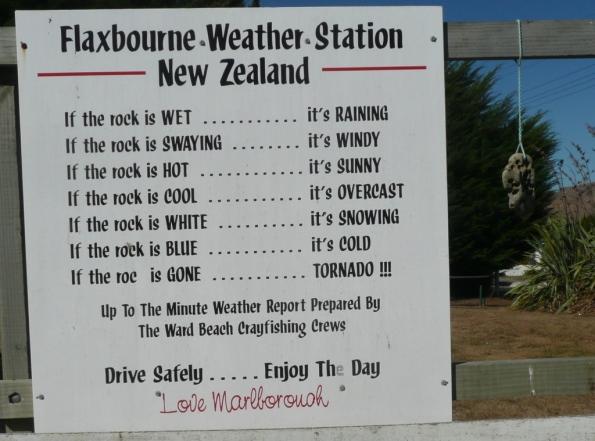 … de reprendre des activités de marins et de faire fonctionner les outils acquis localement: Si le caillou est mouillé: il pleut – s'il se balance: il y a du vent – s'il est chaud: il y du soleil – s'il est froid: c'est couvert – s'il est blanc: il neige – s'il est bleu: c'est glacial – s'il est parti: OURAGAN.