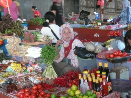 Wanci – Wangi Wangi – Passar Malam (marché du soir).