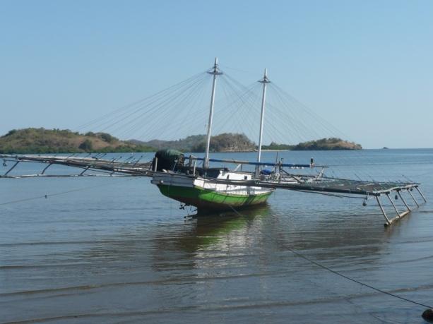 Riung – Jukung utilisé de nuit pour la pêche aux cumi-cumi (seiches)