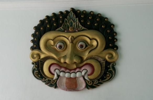 Au dessus du porche d'entrée du Kraton à Yogyakarta
