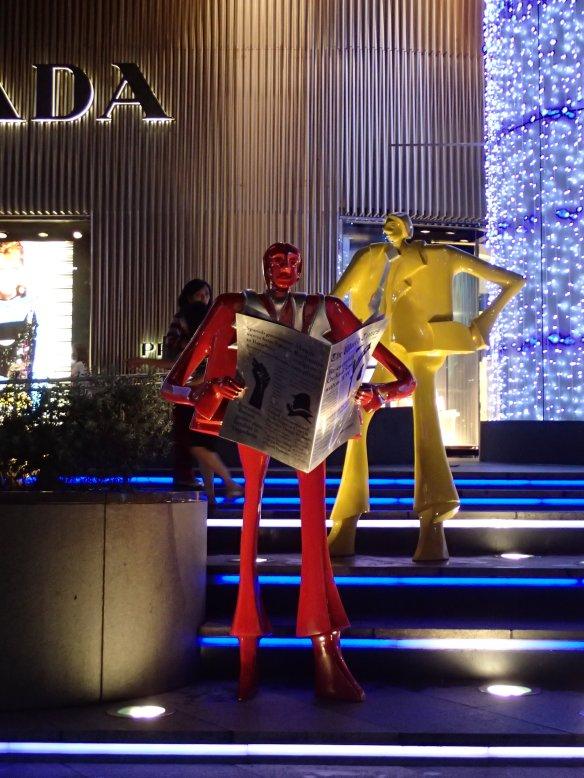 Singapour – Orchard road. Cette artère qui concentre toutes les enseignes de marques de luxe est une attraction touristique majeure de Singapour.