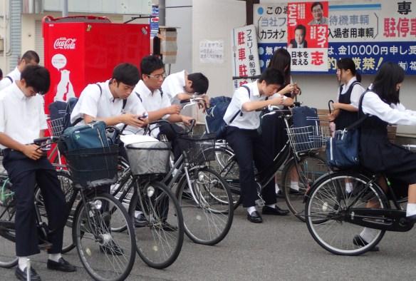 Onomichi – Spleen de 7h30 à l'embarquement du ferry pour aller au collège, 8h-16h en moyenne….et les quasi-obligatoires cours du soir au-delà.